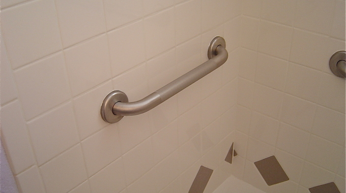 Grab Bars For Bathrooms: Three Important Things To Know Before Installation