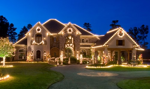 Christmas decorating ideas creating an outdoor wonderland Pictures of houses decorated for christmas outside