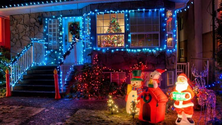 Christmas yard decorations using inflatables